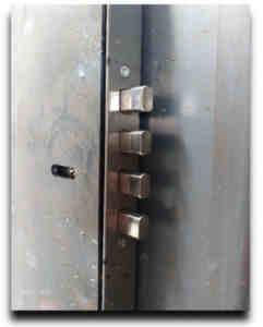 Puerta antiokupa 1 241x300 - Empresa de Venta e Instalación Puerta Antiokupa