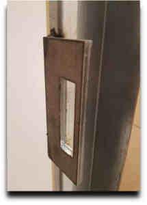 Puerta antiokupa 3 215x300 - Empresa de Venta e Instalación Puerta Antiokupa
